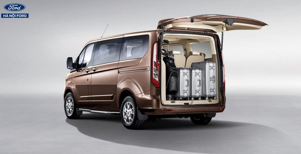 tien-nghi-xe-ford-tourneo