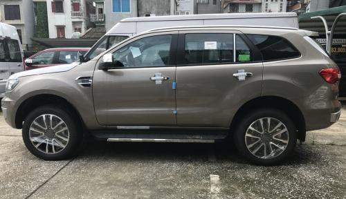 ford-everest-titanium-2-0l-4-2-single-turbo-mau-ghi-vang-4