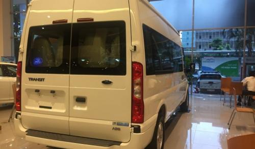 ford-transit-luxury-mau-trang-1